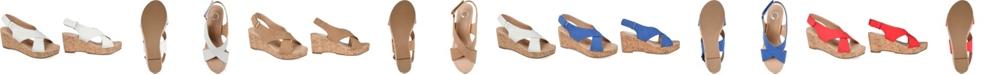 Journee Collection Women's Jenice Wedge Sandal