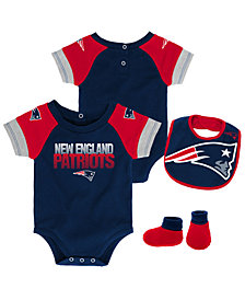 Outerstuff New England Patriots Dash Bib & Bootie Set, Infants (0-9 Months)