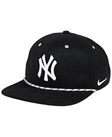 Nike New York Yankees String Bill Snapback Cap
