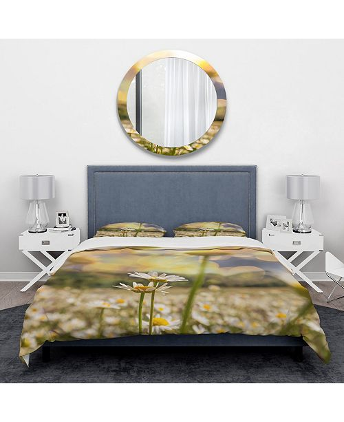 Design Art Designart 'Blooming Chamomiles Flowers' Traditional Duvet Cover Set - Queen