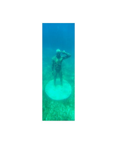 """Trademark Global Philippe Hugonnard Viva Mexico 2 Sculptures at bottom of sea in Cancun Canvas Art - 15.5"""" x 21"""""""