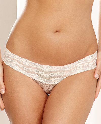 b.tempt'd by Wacoal Lace Kiss Thong 970182