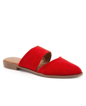 Another understated classic, Banks\\\' soft suede or leather upper makes it perfect for weekend window-shopping and casual coffee with friends. Relaxed, elegant and totally self-assured. Did you know a slip-on could inspire this much confidence?