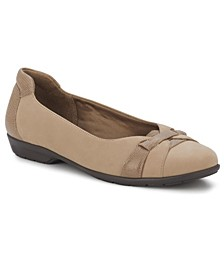 Women's Freya Closed Toe Flat