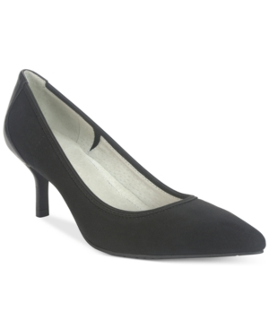 Tahari Toby Stretch Pumps...
