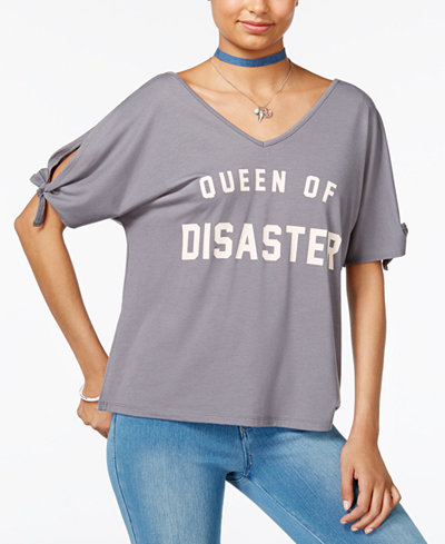 Love Tribe Juniors' Queen Of Disaster Graphic T-Shirt with Bracelet