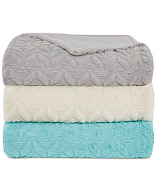 Intelligent Design Laila Oversized Reversible Faux-Fur Chevron Quilted Plush Blankets