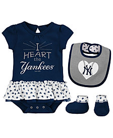 Outerstuff New York Yankees Bib & Booty Set, Infant Girls (0-9 Months)