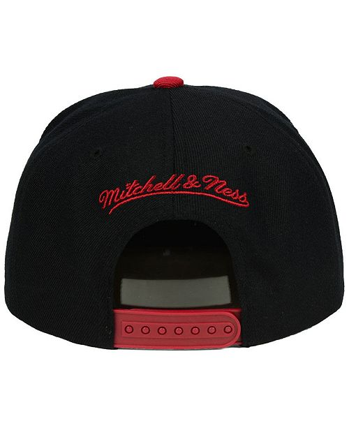 cheap for discount e4d5d a6662 Mitchell   Ness Miami Heat Cropped Satin Snapback Cap ...