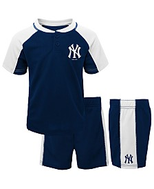 Outerstuff Baby New York Yankees Play Strong Short Set