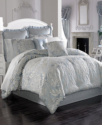 Five Queens Court Faith King Comforter Set by General