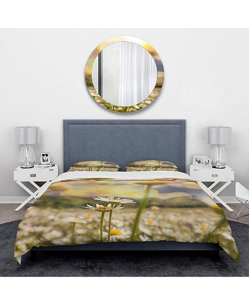 Design Art Designart 'Blooming Chamomiles Flowers' Traditional Duvet Cover Set - Twin
