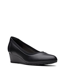 Collection Women's Mallory Berry Pumps