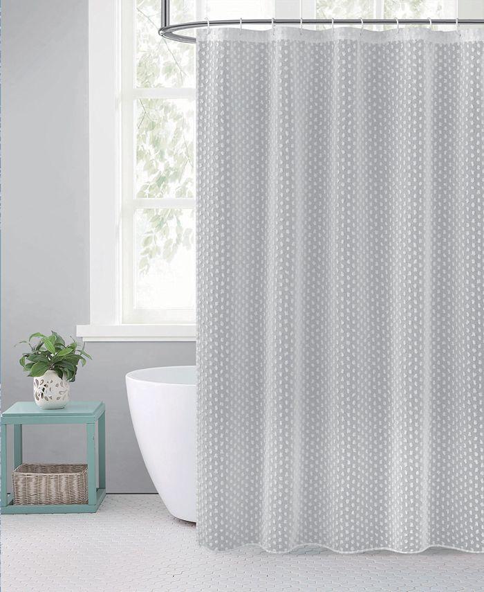 L'AUBERGE - L'Auberge Valeria Shower Curtain With 3D Snowballs