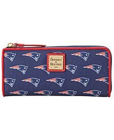 New England Patriots Saffiano Zip Clutch
