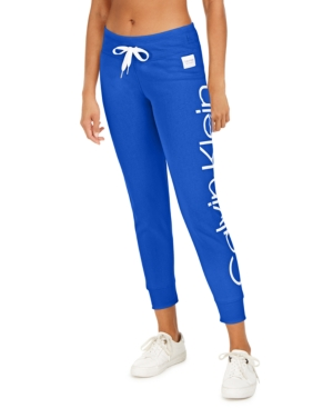A jumbo logo adds a bold signature look to these Calvin Klein Performance joggers, semi-fitted sweatpants with a soft fleece lining for a great feel.