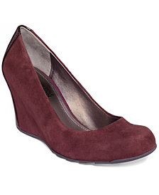 Kenneth Cole Reaction Did U Tell Wedge Pumps