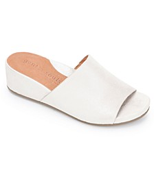 by Kenneth Cole Women's Gisele Slide Wedges