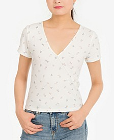 Juniors' Printed Rib-Knit Surplice T-Shirt
