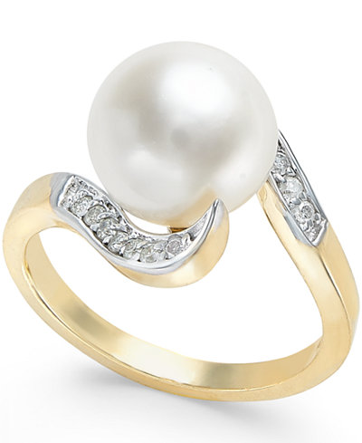 Cultured Freshwater Pearl (10mm) and Diamond (1/6 ct. t.w.) Ring in 14k Gold