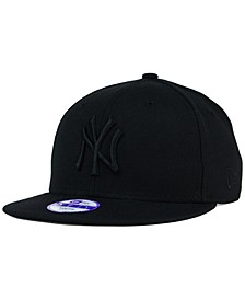 Kids' New York Yankees Black on Black 9FIFTY Snapback Cap