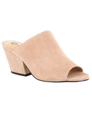 Smart, elegant and understated, the Kathy by Bella Vita is a simple yet stylish mule sandal that is stepping into the spotlight this season. Thanks to the extra wide shape of the contemporary block heel that is not only on trend, but is stable and comfortable. A generously padded insole cushions the foot. Inside goring provides a flexible fit.