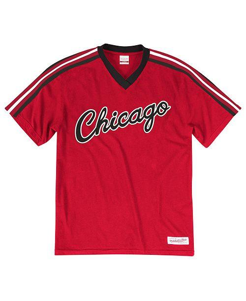 Mitchell & Ness Men's Chicago Bulls Overtime Win V-Neck T-Shirt