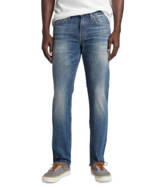 Sleek and streamlined from hip to ankle, Silver Jeans Co.\'s Konrad is a modern classic. It sits just below the waist and features a slim hip, thigh and leg. It\'s finished with a medium indigo wash with natural fading for authentic appeal.