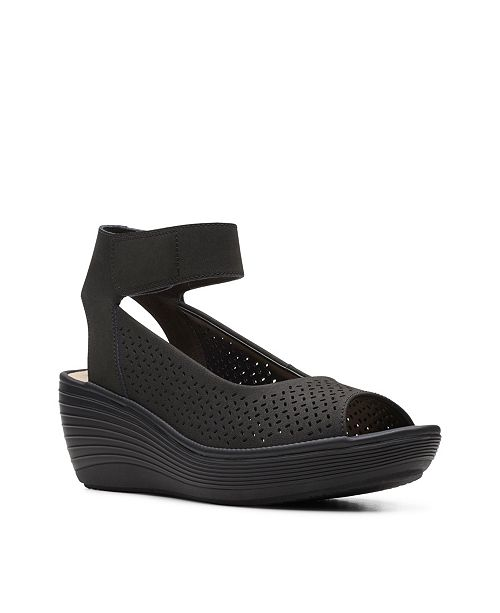 Clarks Collection Women's Reedly Jump Sandal