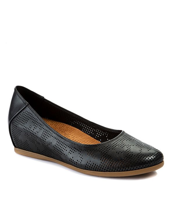 Baretraps Nixy Posture Plus+ Technology Shoe