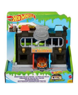 Hot Wheels Downtown Police Station Play Set