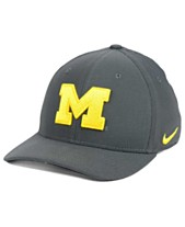 the best attitude e3c5f 32f23 Nike Michigan Wolverines Classic Swoosh Cap