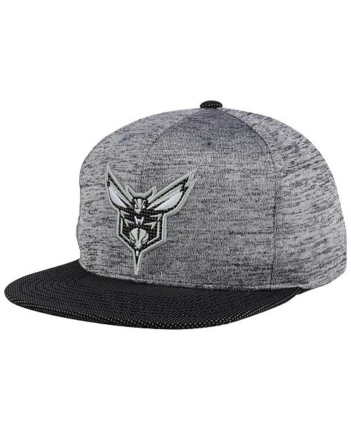 best service 3057c ea6af ... Mitchell   Ness Charlotte Hornets Space Knit Snapback ...