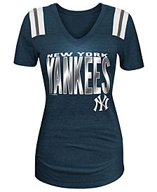 5th & Ocean Women's New York Yankees Foil Shoulder Stripe T-Shirt
