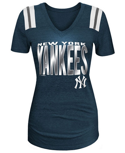 5th & Ocean Women's New York Yankees Foil Shoulder Stripe T-Shirt