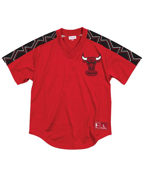 33f32fdd9ca Mitchell   Ness Men s Chicago Bulls Winning Team Mesh V-Neck Jersey ...