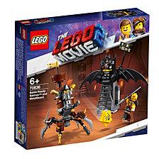 LEGO Battle-Ready Batman™ and MetalBeard