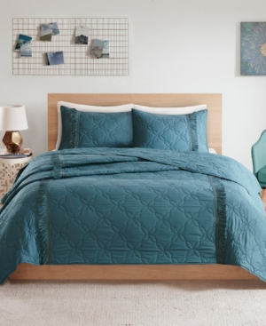 Closeout! Intelligent Design Shyla Full/Queen 3 Piece Solid Coverlet Set With Fringe Bedding