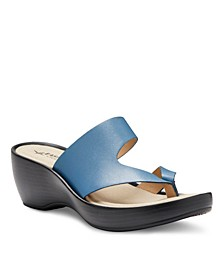 Eastland Women's Laurel Thong Sandals