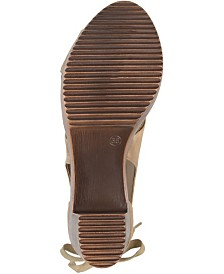 Journee Collection Women's Sorly Clogs