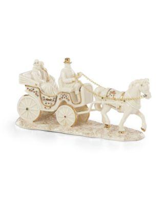 Mistletoe Park Horse Drawn Carriage