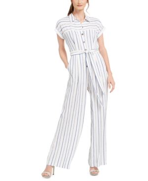 Earn your style stripes in this jumpsuit from Calvin Klein, a polished pick designed with a classic point collar and straight-leg silhouette.