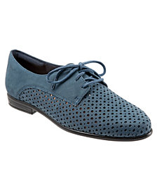 Trotters Lizzie Perf Lace Up