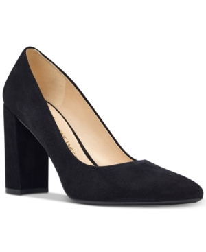 Nine West\\\'s Astoria pumps contrast a sleek pointed toe with a chunky block heel bringing style-savvy fashion to the forefront of your look.