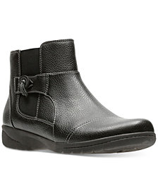 Clarks Women's Cheyn Work Ankle Booties