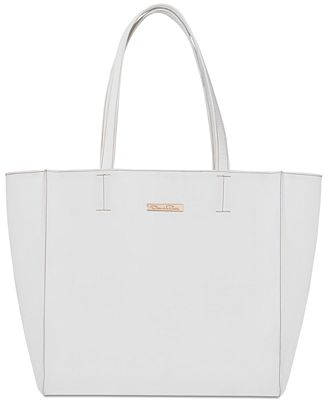 Receive a FREE Tote Bag with any large spray purchase from the Oscar de la Renta fragrance collection