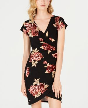 ALMOST FAMOUS Juniors' Framed Wrap Dress in Black/Red Floral
