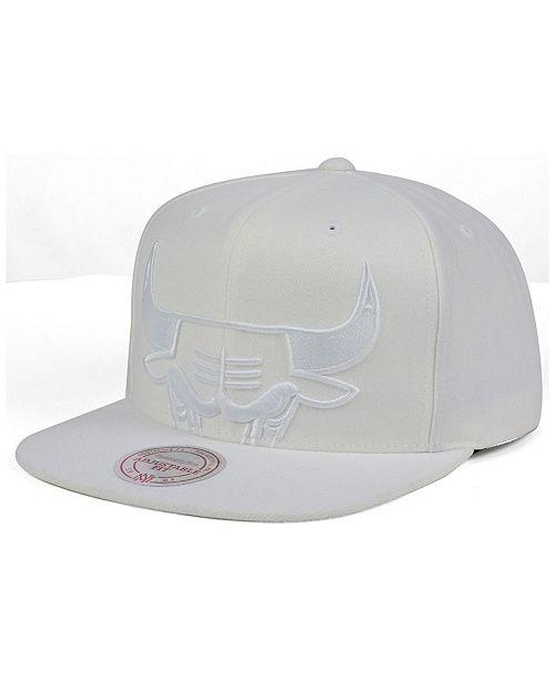 new style eaf93 4ec96 ... Snapback Cap  Mitchell   Ness Chicago Bulls Cropped XL Logo Snapback ...