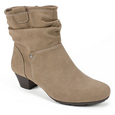 Cliffs By White Mountain Urville Ankle Boots