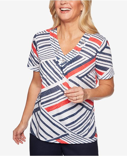 Alfred Dunner Petite In The Navy Printed V-Neck T-Shirt
